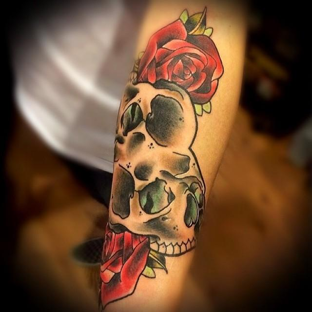 depiction tattoo gallery tattoos body part arm skulls and roses tattoo. Black Bedroom Furniture Sets. Home Design Ideas