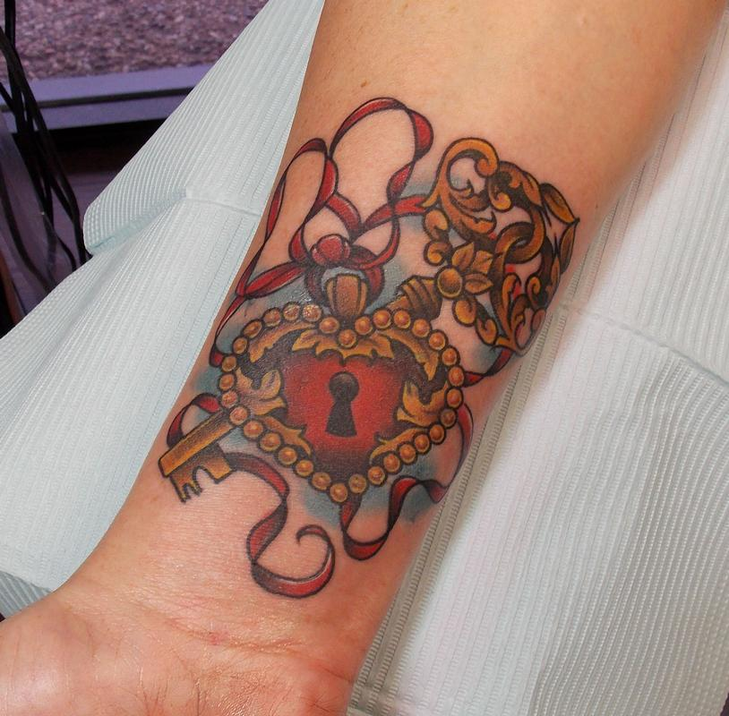 depiction tattoo gallery tattoos body part arm heart locket and key tattoo. Black Bedroom Furniture Sets. Home Design Ideas