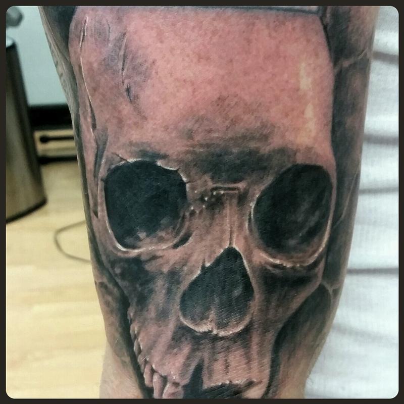 Realistic skull by matt stines tattoonow for Tattoo shops in champaign il