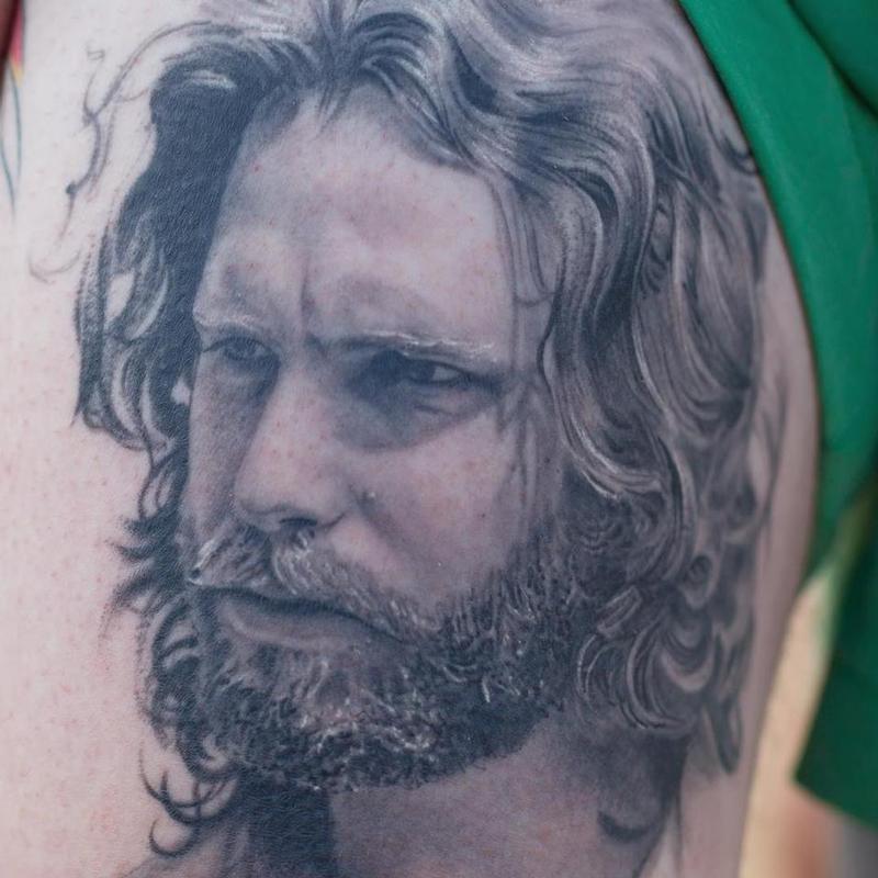 Cuando el tatuaje se convierte en arte...(Grandes tatuadores) - Página 12 Jim-morrison-portrait-tattoo-details