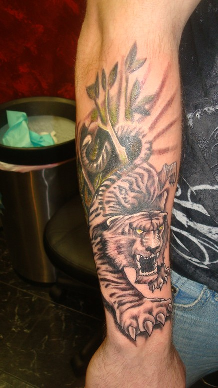 Tiger in the bamboo bushes by onini kanabo tattoonow for Tattoo shops in clarksville